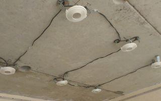Как провести электропроводку под натяжным потолком?
