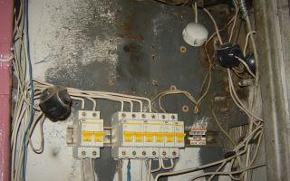 Что делать, если сосед ворует электроэнергию (незаконно подключился к нам)?