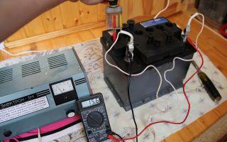 Напряжение на зарядном устройстве меньше, чем на заряжаемом