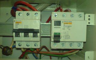 Почему при включении светодиодной ленты выбило автомат и запахло горелым?