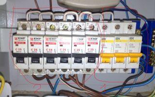 Можно ли подключить провод от счетчика к нижней клемме автомата?