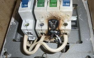 Почему греется и выключается автоматический выключатель при включении плиты?