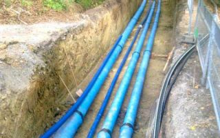 Можно ли прокладывать кабель рядом с трубами горячей и холодной воды?