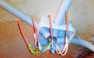 Для чего нужен алюминиевый провод с вилкой на заглушке?