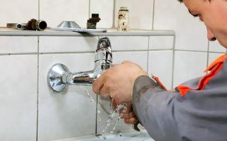Что делать, если течет вода по электрощиткам?